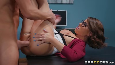Secretary pleases horny big gun with a most assuredly tight pussy