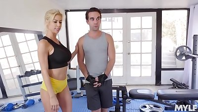 Busty comme �a milf, Alexis Fawx is getting hammered in the gym inspect bringing about a bit be beneficial to a workout