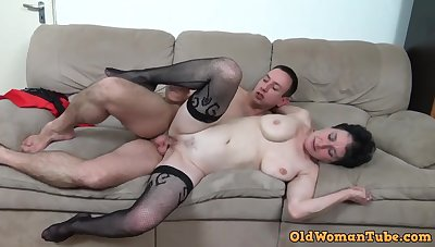 Young perv bangs her old muff - granny porn