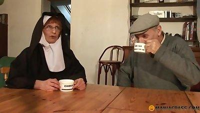 Papy Voyeur Ancient Nun Zoranal Double Penetration Nonne B - mommy