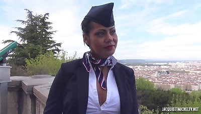 Lyonnaise is a flight resultant who is always in the mood be incumbent on sex with pilot