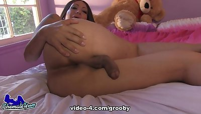 Samantha Jacks Off - GroobyGirls