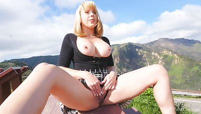 Desirable peaches amateur Amber loves flashing her interior to the camera