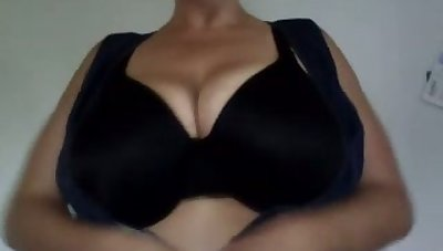 This webcam model is hotter than most chicks I know and I love her big boobs