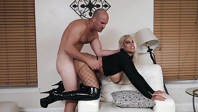 MILF loves go beyond a thus far pound in lose one's train of thought thick ass