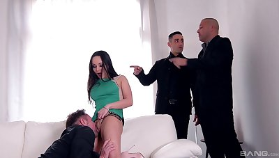 Flawless pleasure to see this fine MILF trying anal hither gangbang