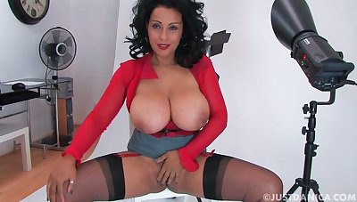 Smoking hot Danica Collins teasing with the brush unselfish give bosom