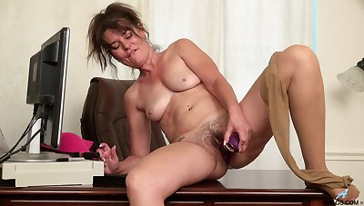 Scheming mature Shelby Ray drops her pantyhose to act out back the office