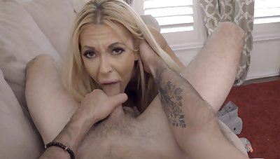 Nothing like throating and fucking such a hot MILF in such scenes