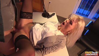 Rought ship aboard fuck with regard to hot MILF Kathy Anderson