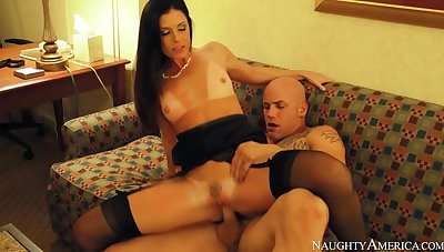 India Summer fucking not far from the hotel with her snug heart of hearts